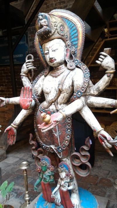 ネパール行(1) バンコクでラウンジはしご、そしてバクタブル