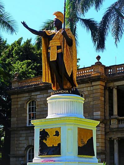 Oahu-3 カメハメハ1世-像 イオラニ宮殿の前で ☆記念写真の人気スポット