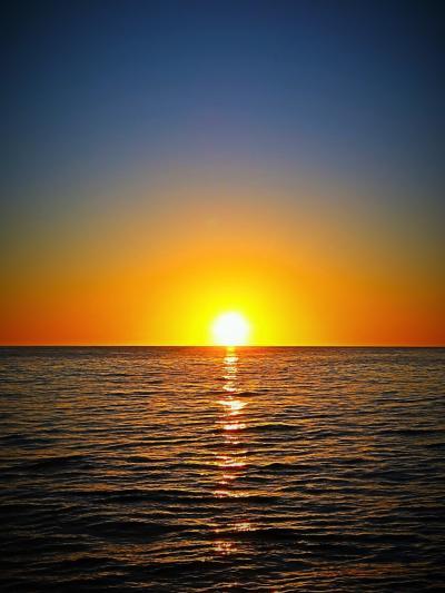 Oahu-7 夕日のとき・最高! 天空染め水平線に隠れ ☆スター・オブ・ホノルル-デッキ眺望