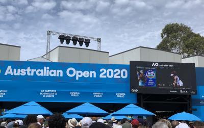 全豪テニスオープンへ。世界大会ってスバラシイ。