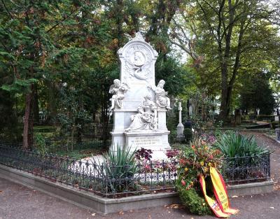 2019秋旅 旧墓地、ベートーヴェンハウス、シューマンハウス、そして突然夫の思い出の地に