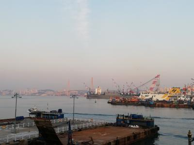 夕暮れの釜山港を散歩