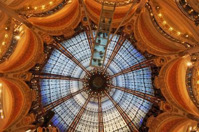 2020冬のパリ その2:青いステンドグラスとマリーに会いに