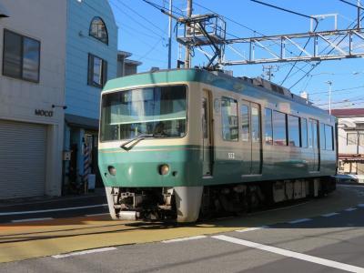 鎌倉・江ノ島パス電車旅(5終)路面電車区間を行く江ノ電と江ノ電もなか