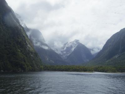 ニュージーランド・アクティビティ満載の旅 1月5日(雨と晴れのミルフォードサウンド)