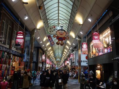 新京極通りと寺町通りを歩く。新京極の方が元気があるかな。