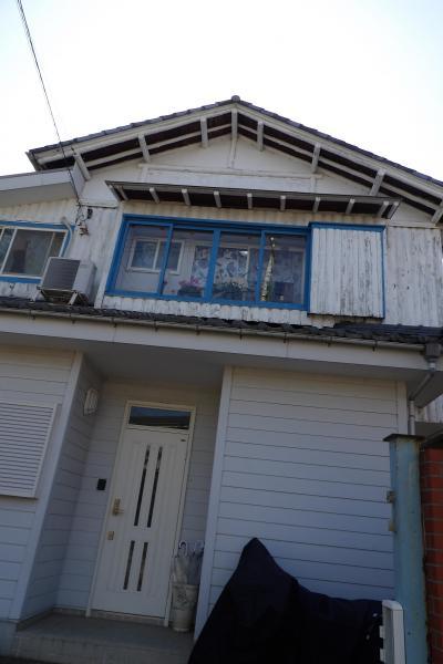 丸木の柱を多く用いた家(鎌倉市岡本2)