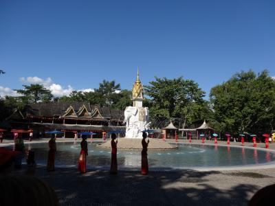5歳娘を連れて雲南省シーサンパンナ5日間の旅2-タイ族園で水かけショーに参加