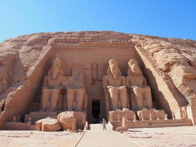 悠久の時が流れるエジプト・ナイル川クルーズ8日間の旅  (4)イシス神殿、アスワン・ハイ・ダム&アブ・シンベル神殿観光