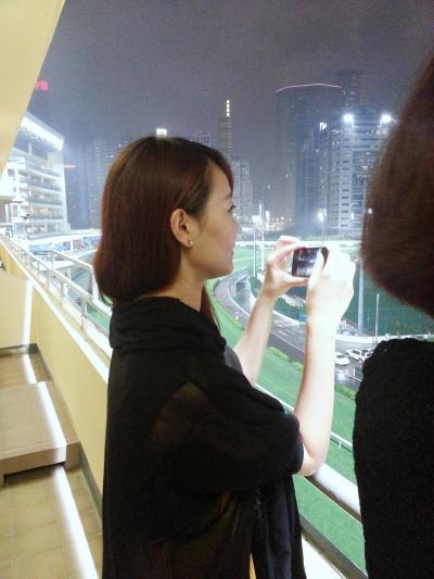 香港のハッピバレー (Happy Valley)競馬場の馬主ボックスで遊んで~