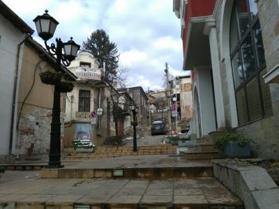中欧・東欧6ヶ国旅行 年末年始のヴェリコタルノヴォ その2・元日の静かなタルノヴォ