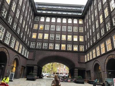 ハンブルクまで行き、ハンブルク市立美術館や倉庫街、チリハウスを見学しました。