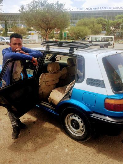 アディスアベバ  ~    あなた 空港から  白タクシー  に   乗る?  .......   2019