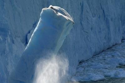 蒼き氷河のパタゴニアと雨季のウユニ塩湖  3日目 ロス・グラシアス国立公園 ペリトモレノ氷河大崩落編