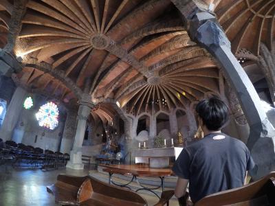 スペイン レンタカーで3000kmの旅 5日目-1(バルセロナ⇒コロニアグエル教会)
