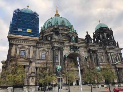 今日はベルリンドムに行く、その後ベルリンの壁を見に行く。その後博物館島に行く。