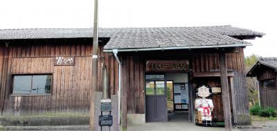 登録有形文化財になっている駅舎で手打ち蕎麦をいただく