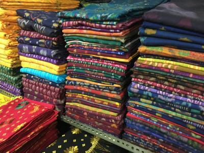バリ島東部にある布市場 パサールクルンクン