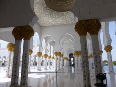 アラブの空の下、ホテル時間を楽しむ