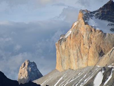 蒼き氷河のパタゴニアと雨季のウユニ塩湖  5日目 パイネ国立公園 パイネ山群夕景編