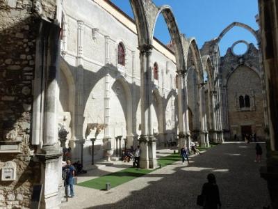 見所の多いリスボン  ③  サンロケ教会 カルモ修道院