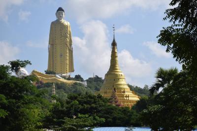 一人旅 ミャンマー(モンユワの華やか寺院と巨大な仏像)