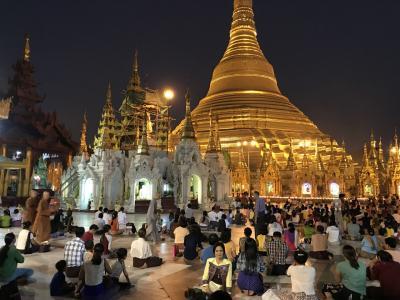 ヤンゴンは黄金の仏教の世界だった