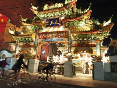 嵐山は人よりサルが多いらしいが、横浜中華街は客より店員の方が多かった