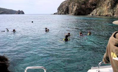 小笠原の旅・・小笠原観光(有)の1日クルーズ(2)、兄島瀬戸海中公園と兄島・弟島海域をめぐります。