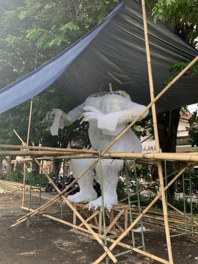 今、バリ島でオゴオゴの準備が進んでいます!