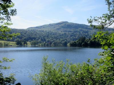 湖畔に静かにたたずむ町グラスミアとケズウィック