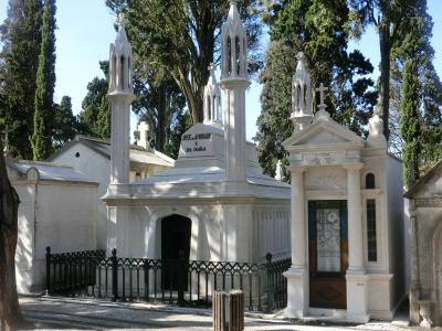 ポルトガルの墓地はミニ教会団地のよう < 新型コロナ禍直前のイベリア半島旅 >