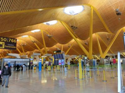 ホステルからエミレーツ航空の無料お迎えベンツで空港へ <新型コロナ禍直前のイベリア半島旅>