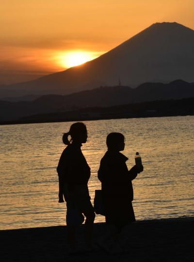 3月末の夕刻、茅ヶ崎海岸からの富士展望