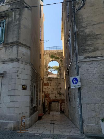世界遺産スプリットの宮殿跡に暮らす人々の日常