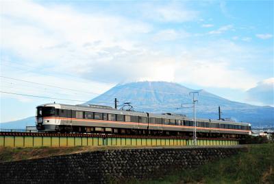 富士山をバックに?走る鉄道を撮る
