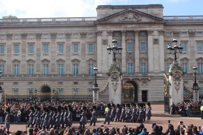 ロンドン 街歩き 衛兵交代式からロンドン塔へ