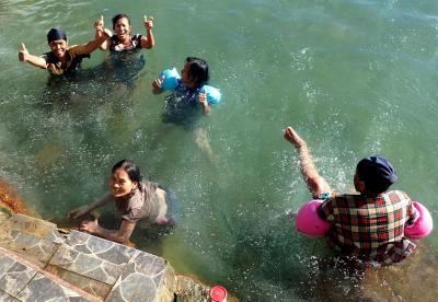 マラッカ海峡横断とスマトラ島周遊(Ⅵ); タルトゥンの2種の温泉