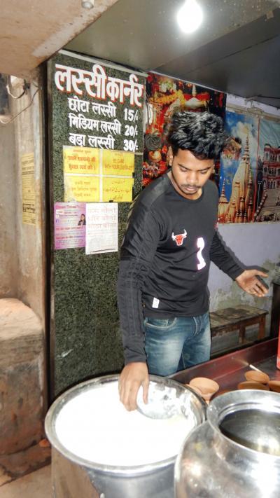 年末年始の初インド一人旅★DAY8【バラナシ】インド最終日を絶品ラッシーとオレンジジュースで締める