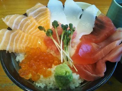那珂湊おさかな市場で海鮮丼幸せの5色丼&パワースポット酒列磯前神社、大洗磯前神社