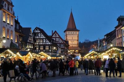 市庁舎がアドベントカレンダー、ゲンゲンバッハ☆トラムで国境を越える! クリスマス市巡りの旅9-2