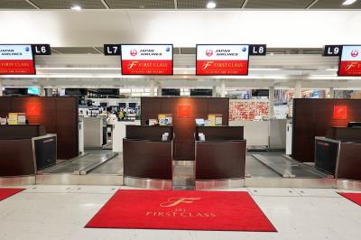 JAL SKY SUITE 777 のファーストクラスで行くセントマーティン(1) 成田空港ラウンジ