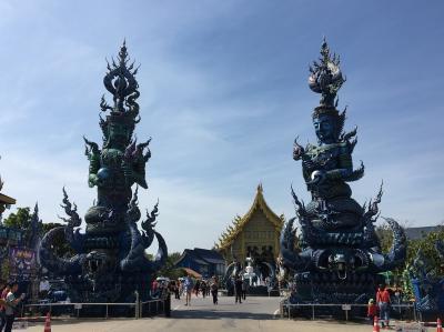 タイ旅行3日目:チェンライでは青いお寺・首長族・ゴールデントライアングル・・