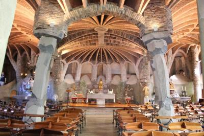 コロニア・グエル_Colonia Guell  世界遺産のコロニア・グエル教会!ガウディを支えた実業家が作った町
