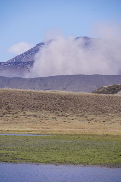 20200414-1 阿蘇 雪と噴煙の阿蘇山。草千里ヶ浜から烏帽子岳登ってみます。