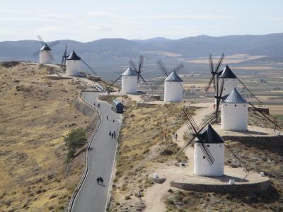 風車の丘の古城に感激!@コンスエグラ(お姑さんと一緒)