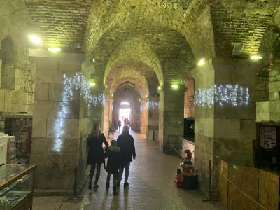 世界遺産スプリットの地下宮殿、ディオクレティアヌス宮殿を歩く