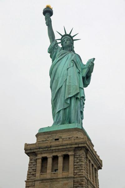 ANA特典ファーストで行くニューヨーク、自由の女神・王冠への螺旋階段