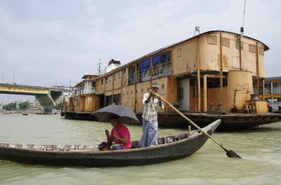 ダッカから外輪船で川下り