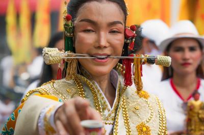 <タイ・プーケット>神と交信する仏教のお祭りベジタリアンフェスティバル